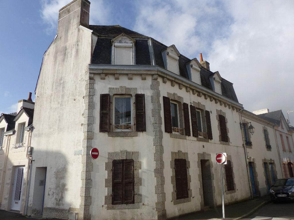 Immeuble divisé en 3 appartements, Riec Sur Belon